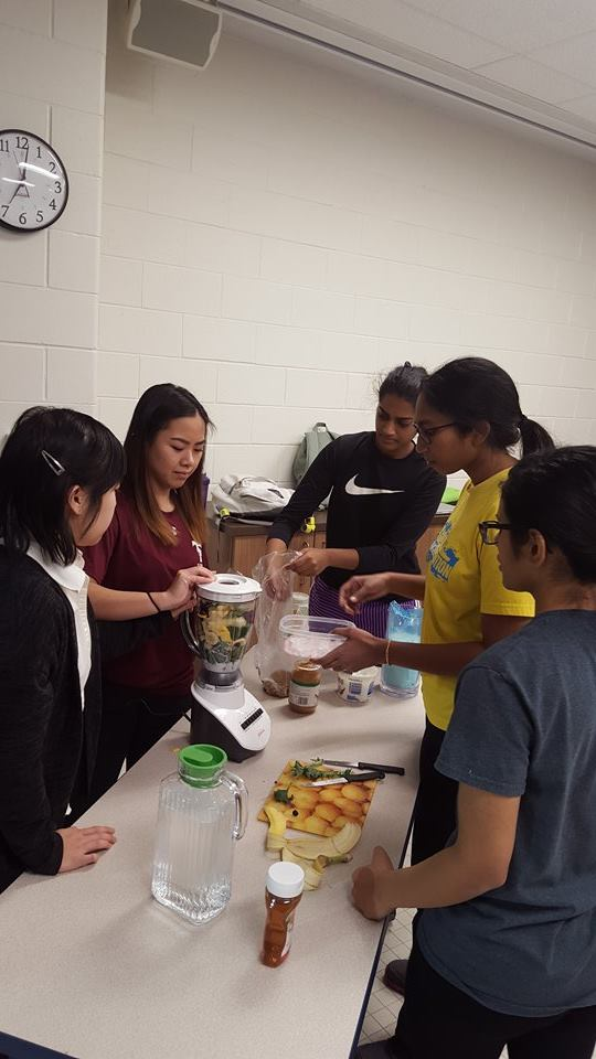 Students blending their smoothie mix