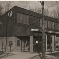Picture of CIBC bank in 1985. The CIBC bank later became the Student Village Centre (Residence Centre).