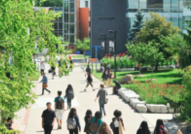 Students walking on a pathway at UTSC