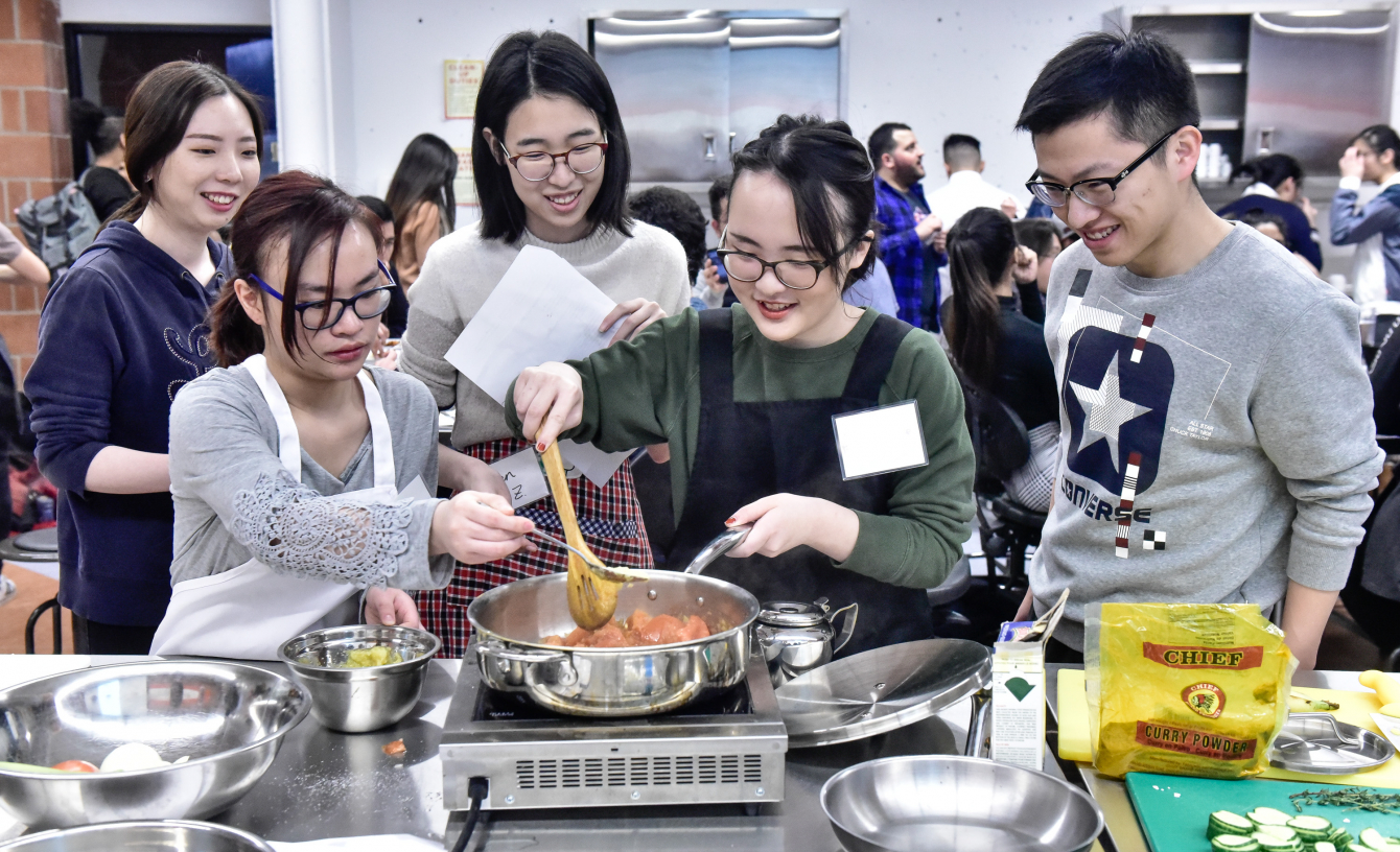 Students learning to make curry Culinaria